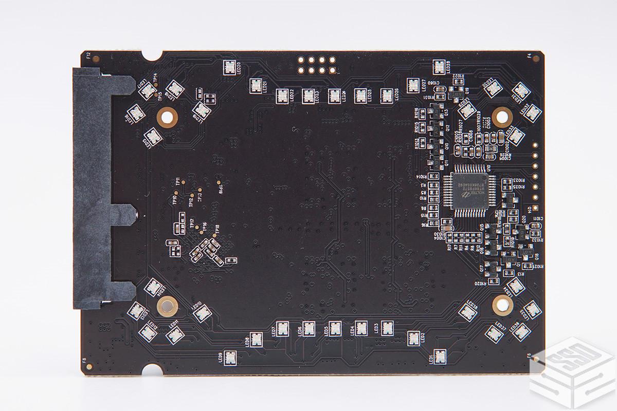 颜值即正义 灯光配电竞 台电锋芒F600固态硬盘评测报告